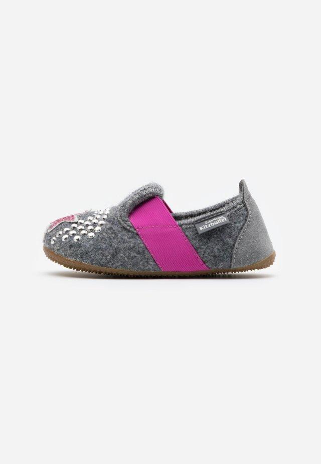 T-MODELL EINHORN UND STERN - Domácí obuv - grau