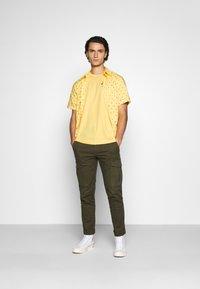 Levi's® - SUNSET STANDARD - Camicia - yellow - 1