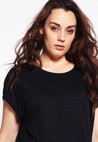 Zalando Essentials Curvy - T-shirt basic - black - 3