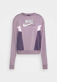 purple smoke/dark raisin/pink foam/white
