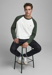 Jack & Jones PREMIUM - Long sleeved top - climbing ivy - 5