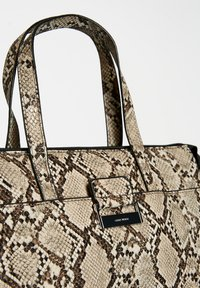 Gerry Weber - TASCHE TALK DIFFERENT SNAKE - Handbag - beige - 3