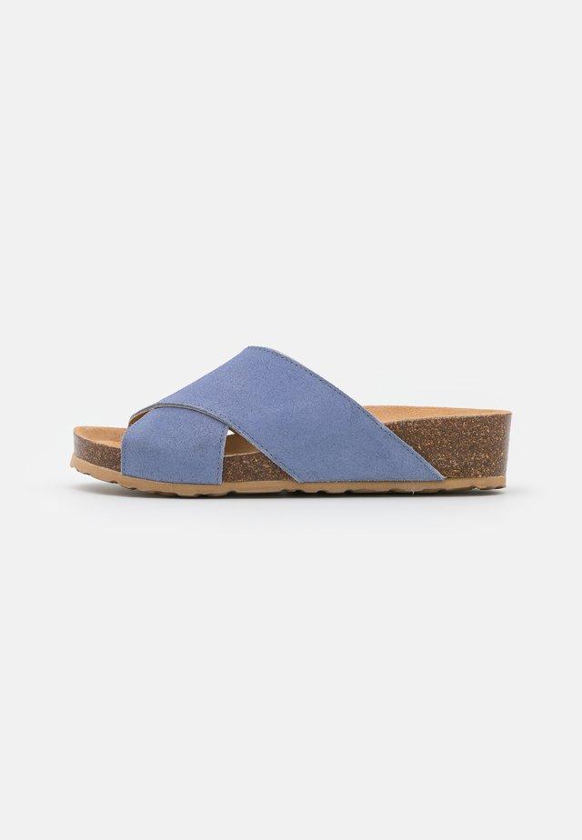 BIABETTY CROSS  - Sandalias planas - light blue