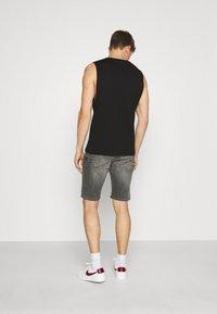 TOM TAILOR DENIM - REGULAR FIT - Denim shorts - grey denim - 2