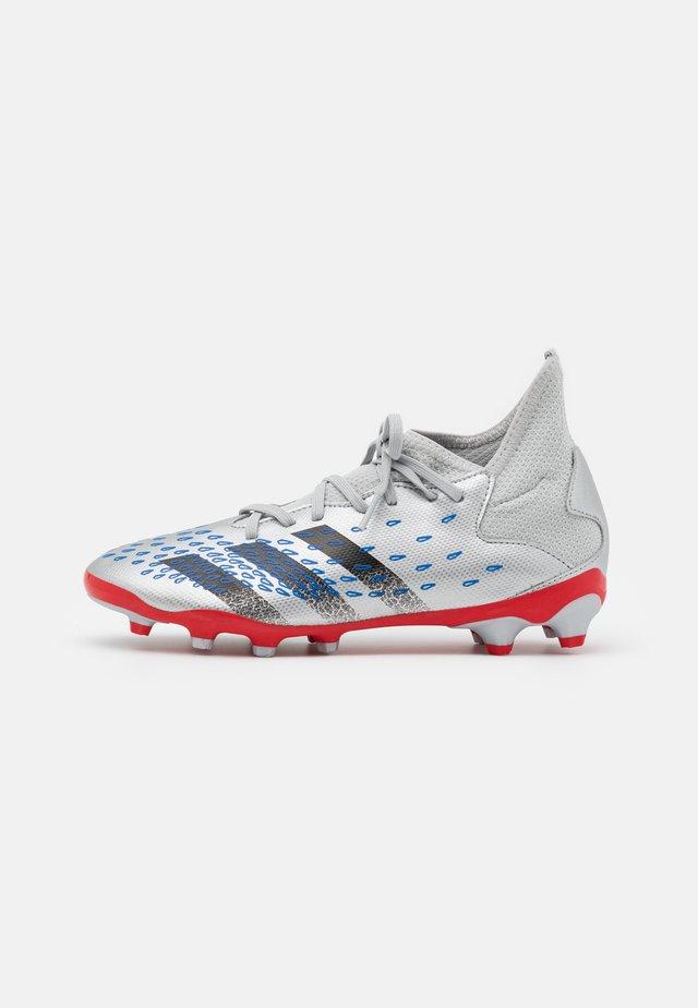 PREDATOR FREAK .3 MG UNISEX - Chaussures de foot à crampons - silver metallic/core black/roy blue