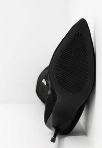 BEBO - MAUREEN - Boots med høye hæler - black - 6