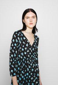 ONLY - ONLPELLA DRESS - Korte jurk - black/multi-colour - 4