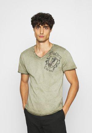 ROOTS NECK - Print T-shirt - green
