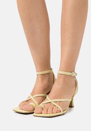 COMODARIA - T-bar sandals - sand