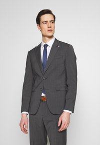Tommy Hilfiger Tailored - SLIM FIT PEAK LAPEL SUIT - Oblek - grey - 2