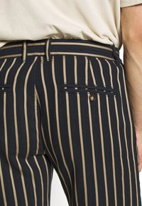 Redefined Rebel - NEBRASKA - Shorts - black - 4