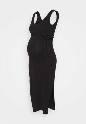V NECK BELTED DRESS - Žerzejové šaty - black