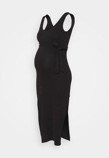 V NECK BELTED DRESS - Jerseykjole - black