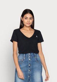 Abercrombie & Fitch - WHOLESALE 3 PACK - T-shirt - bas - black/black/ white - 2