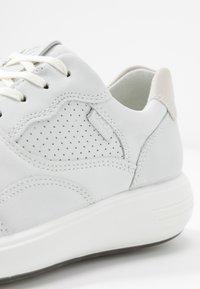 ECCO - SOFT 7 RUNNER - Sneakersy niskie - white/shadow white - 2