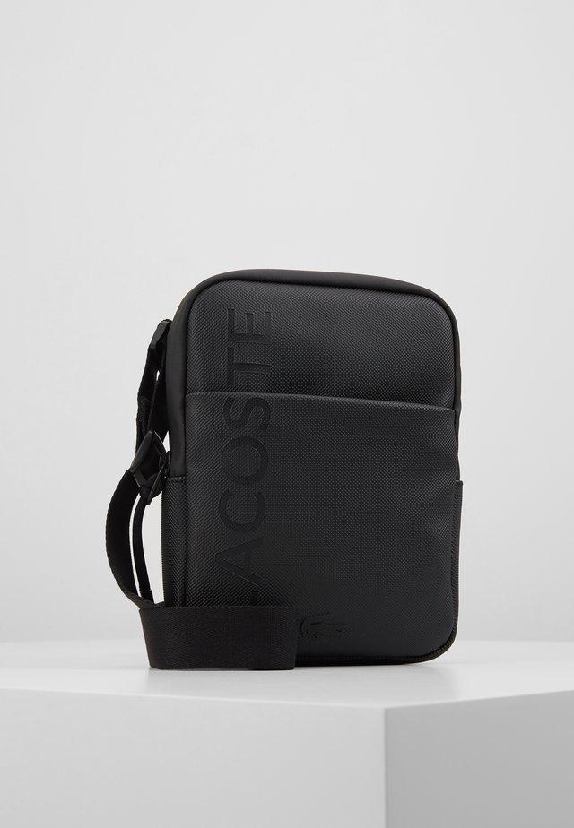 FLAT CROSSOVER BAG - Across body bag - black