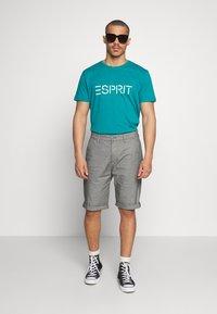 Esprit - OCS Y/D STRUCT - Shorts - dark grey - 1