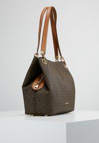 MICHAEL Michael Kors - RAVEN SHOULDER BAG - Handbag - brown - 3