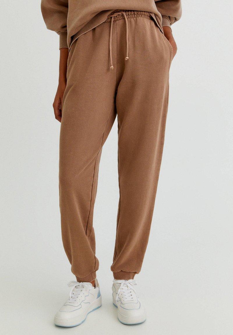 PULL&BEAR - Verryttelyhousut - brown