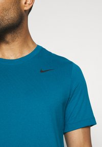 Nike Performance - DRY TEE CREW SOLID - Basic T-shirt - green abyss/black - 6
