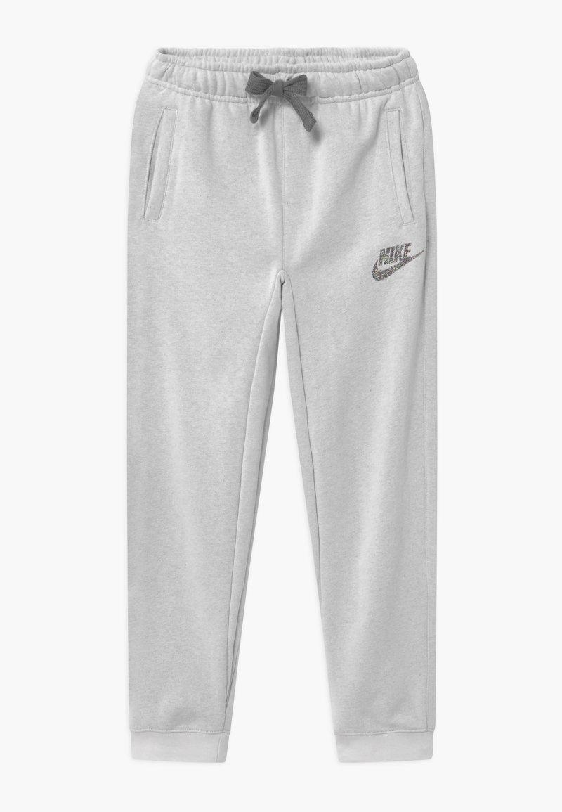 Nike Sportswear - BOTTOM - Pantaloni sportivi - light grey
