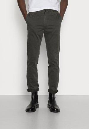 CORE STRAIGHT FLEX - Chino kalhoty - grey