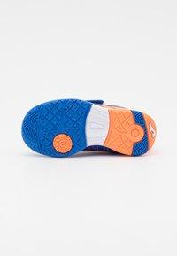 Joma - XPANDER JUNIOR UNISEX - Indoor football boots - royal/orange - 4