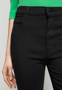 J Brand - FRANKY HIGH RISE CROP - Jean bootcut - seriously black - 4