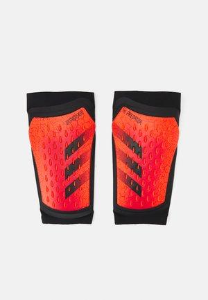 PREDATOR PRO UNISEX - Scheenbeschermers - solar red/black/red