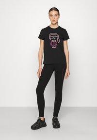 KARL LAGERFELD - IKONIK OUTLINE - T-Shirt print - black - 1