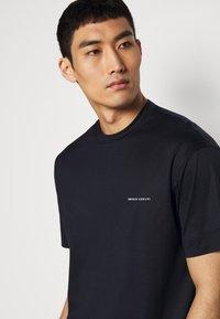 Emporio Armani - Basic T-shirt - dark blue - 4