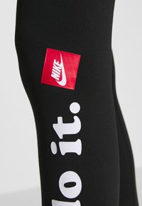 Nike Sportswear - CLUB - Leggings - Hosen - black/white