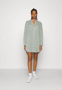 Vero Moda - VMBECKY FOLD UP - Shirt dress - laurel wreath/bumby snow shite - 0