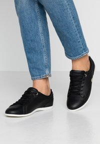 Lacoste - REY LACE - Baskets basses - black/offwhite - 0