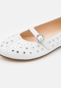 N°21 - Ankle strap ballet pumps - white - 5