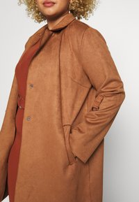 ONLY Carmakoma - CARJOLINE FAUX SUEDE COAT  - Manteau classique - argan oil - 5