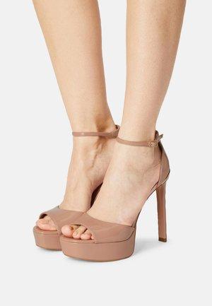 ALDEN - Korkeakorkoiset sandaalit - nude