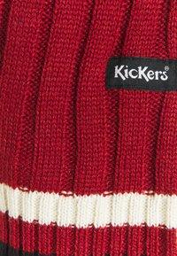 Kickers Classics - CHEST PANEL  - Trui - red/green - 2