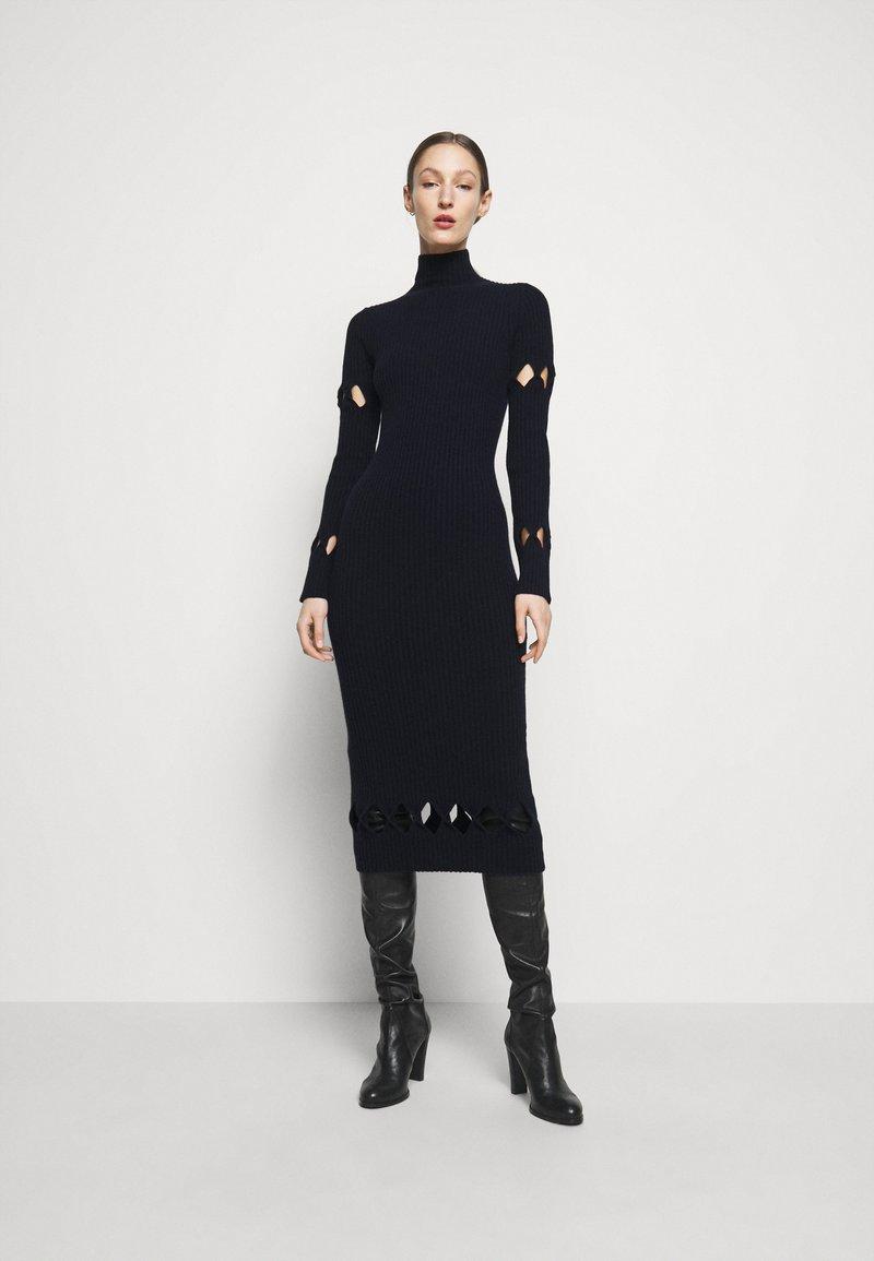 Victoria Beckham - LONG SLEEVE NECK FITTED - Pletené šaty - navy