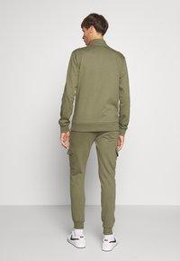 CLOSURE London - UTILITY JOGGER - Spodnie treningowe - khaki - 2