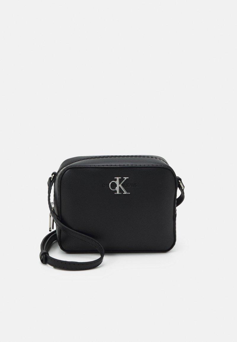 Calvin Klein Jeans - CAMERA BAG - Skulderveske - black