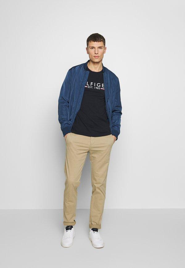 Tommy Hilfiger TEE - T-shirt z nadrukiem - blue/granatowy Odzież Męska TDBJ