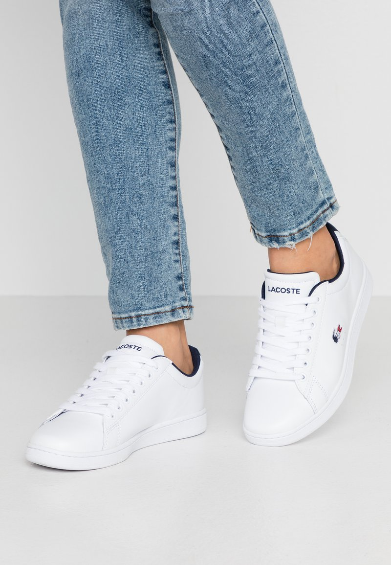 Lacoste - CARNABY EVO - Joggesko - white/navy/red
