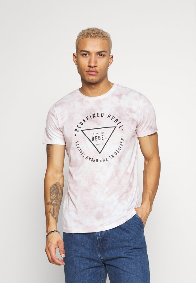 UNISEX TOMMY TEE - Printtipaita - poppy red