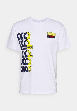 LOGO PLAY BADGE UNISEX - T-shirt med print - white