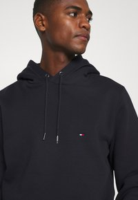 Tommy Hilfiger - BASIC FLAG HOODY - Sweat à capuche - blue - 4
