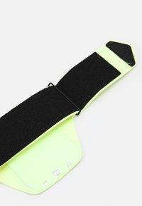 Nike Performance - LEAN ARM BAND UNISEX - Otros accesorios - neon green - 2