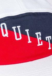 The quiet life - FLAG 5 PANEL - Cap - white / red / blue - 4