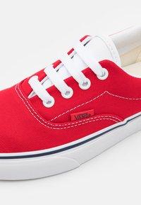Vans - ERA 59 UNISEX - Sneakers - red/true white - 5