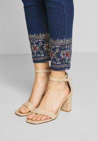 Desigual - FLOYER - Jeans slim fit - denim dark blue - 3